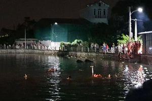 Hà Nội: Lật thuyền đạp vịt, hai bé gái đuối nước tử vong thương tâm