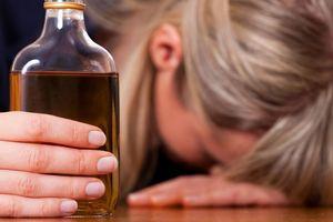 Say xỉn trong lớp học, cô giáo tiểu học bị cấm dạy 2 năm