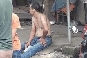 Con rể cũ chém mẹ vợ bị thương rồi bình thản ngồi hút thuốc