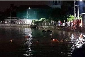 Hà Nội: Hai bé gái đuối nước khi đi đạp vịt ở hồ