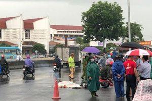 Quảng Trị: Ô tô chở cát tông phải xe máy khiến một thiếu nữ tử vong