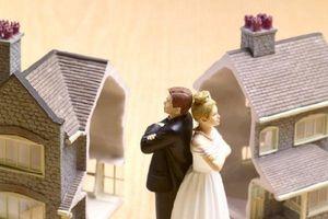 Không đứng tên trong Sổ đỏ có được chia tài sản khi ly hôn?