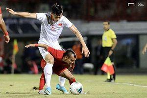 Văn Hậu 'đè đầu cưỡi cổ' cầu thủ cao chưa đến 1m6 của ĐT Indonesia