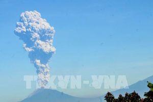 Núi lửa Merapi tại Indonesia phun trào