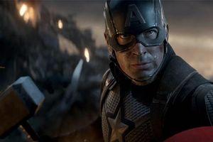 Trái ngược với Thor, Chris Hemsworth khá cay cú khi Captain America nhấc được chiếc búa Mjolnir