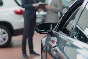 Nhân viên bán xe những ngày đầu 'vỡ mộng'
