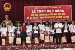 Zhishan mở đường cho sách và tri thức đến với 4000 học sinh nghèo miền Trung