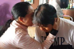 Người dân khóc, động viên hiệp sĩ Nguyễn Thanh Hải tiếp tục bắt cướp