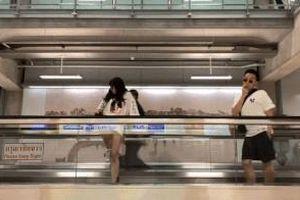 Trấn Thành rủ các nghệ sĩ biểu diễn 'Lẩu băng chuyền' ở Thái Lan