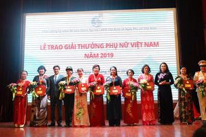 16 tập thể và cá nhân được trao Giải thưởng Phụ nữ Việt Nam