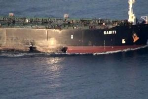 Iran tung ảnh tàu dầu trúng tên lửa gần Saudi Arabia