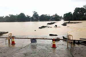 Mưa lớn gây ngập lụt cục bộ ở Hà Tĩnh, Nghệ An