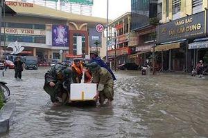 Bộ Chỉ huy quân sự tỉnh Nghệ An giúp nhân dân khắc phục hậu quả mưa lũ