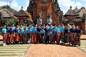 Thắng Indonesia, dàn cầu thủ đội tuyển Việt Nam bất ngờ 'mặc váy'