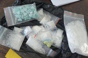 Khởi tố đối tượng tàng trữ trái phép chất ma túy