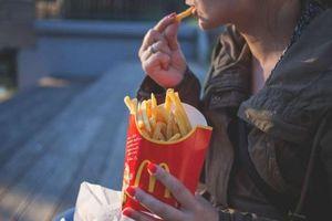 Thức ăn nhanh làm giảm nội tiết tố nam testosterone