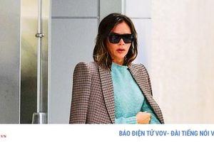 Victoria Beckham tươi trẻ, khoác áo hờ hững sải bước ở sân bay