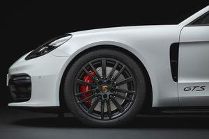 Khám phá điều đặc biệt của logo Porsche tại bánh xe