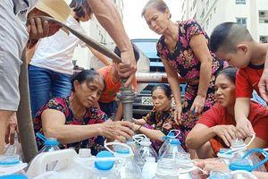 Hàng nghìn cuộc gọi tới Công ty Nước sạch Hà Nội xin trợ cấp nước