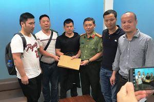 Bàn giao người đàn ông Trung Quốc trốn lệnh truy nã
