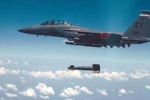 Hai chiếc F-15E phá hủy căn cứ Mỹ tại Syria