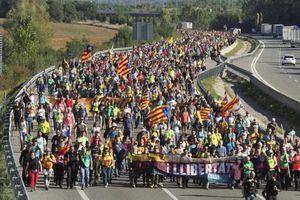 Tây Ban Nha không thỏa hiệp dù bùng nổ biểu tình Catalonia