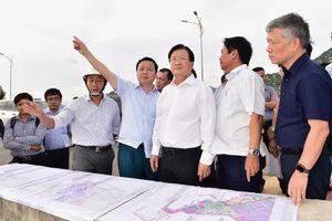 Phó Thủ tướng Trịnh Đình Dũng thị sát vùng năng lượng tái tạo của cả nước