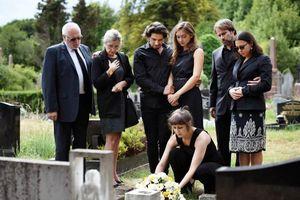 Người chết dưới mồ cất giọng 'xin chào', cả tang lễ tá hỏa...