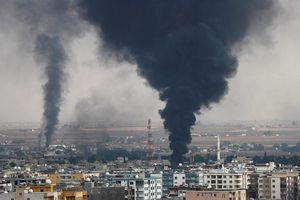 Quân đội Mỹ ném bom tự phá hủy kho đạn dược của mình tại Syria