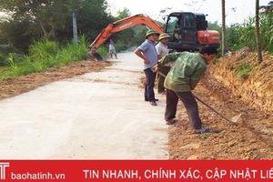 Người dân miền núi Hà Tĩnh góp tiền, hiến đất 'xóa sổ' những con đường 'nắng bụi, mưa bùn'