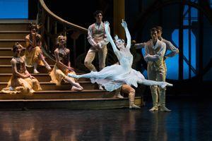 Giới thiệu vở ballet 'Cô bé Lọ Lem' lấy bối cảnh Hollywood tại Hà Nội
