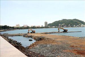 Phát hiện chủ đầu tư dự án Thủy cung Hòn Ngưu đang san gạt 2 khu đất khác trên đỉnh Núi Lớn