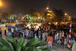 Hà Nội: Nửa đêm, người dân vẫn phải xếp hàng chờ từng xô nước