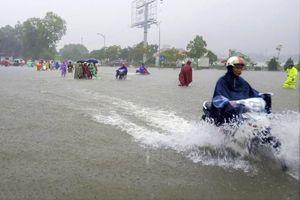 Nghệ An: Mưa lớn kéo dài, nhiều người thương vong do bị sét đánh
