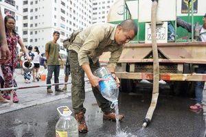 Xe chở nước tưới cây chưa vệ sinh kỹ khiến 'nước sạch' ở Linh Đàm có mùi tanh