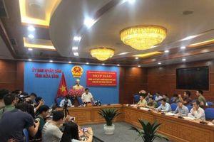 Hòa Bình họp báo nóng vụ nước sông Đà nhiễm dầu thải