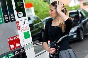 Phải làm gì khi đổ nhầm nhiên liệu cho ôtô?
