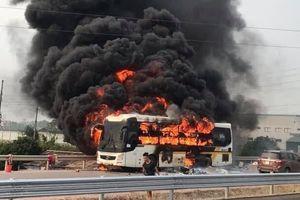 Xe khách giường nằm cháy trơ khung trên cao tốc Bắc Giang – Lạng Sơn