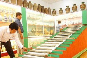 Một cá nhân hiến tặng 700 hiện vật cổ