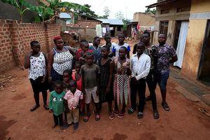 Bà mẹ 40 tuổi sinh 44 đứa con ở Uganda bị cấm đẻ
