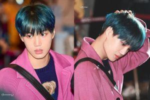 Kai (EXO) bị ném đá vì mặc áo hồng trong ngày diễn ra lễ tang Sulli