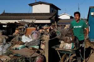 Cận cảnh Nhật dọn 'bãi chiến trường' sau đại chấn bão Hagibis