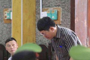 PCT Sơn La Lê Trọng Bình 'nhờ xem điểm', con được nâng điểm... vì 'nịnh' sếp?