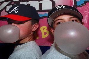 Mang quá 2 gói kẹo cao su bị buộc tội buôn lậu