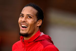 Cả Ngoại hạng Anh muốn Liverpool 'nhẹ tay' với MU