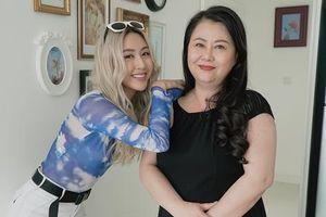 Hết mẹ Chi Pu làm PT cho con giảm béo thì đến mẹ Quỳnh Anh Shyn trổ tài stylist rồi đây!