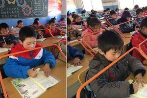 Trường tiểu học lắp giá đỡ giúp học sinh ngồi đúng tư thế