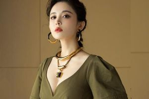Mỹ nhân cổ trang Trung Quốc khoe nhan sắc đời thường