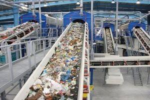 Phương pháp 'độc' đổi chai nhựa lấy vé xe buýt để bảo vệ môi trường ở Indonesia