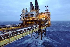 Nỗi lo tăng trưởng kéo giá dầu sụt giảm mạnh